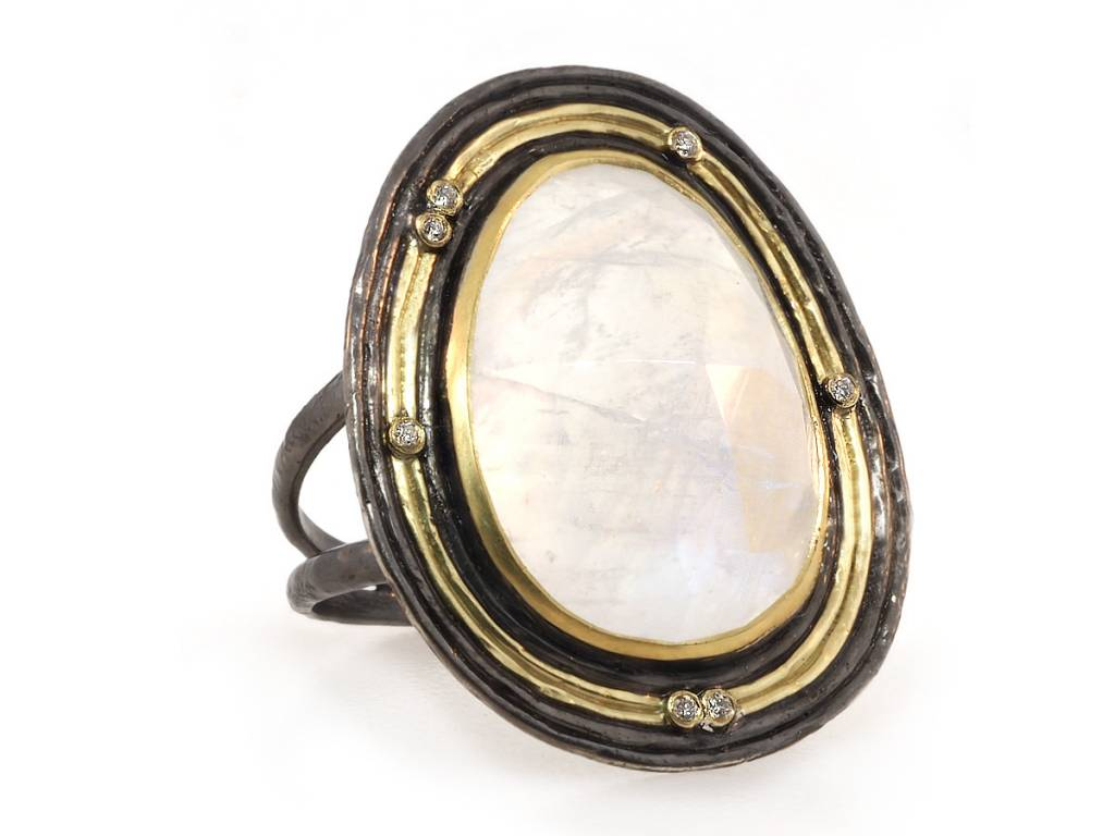 Kothari Rainbow Moonstone Water Flow Ring
