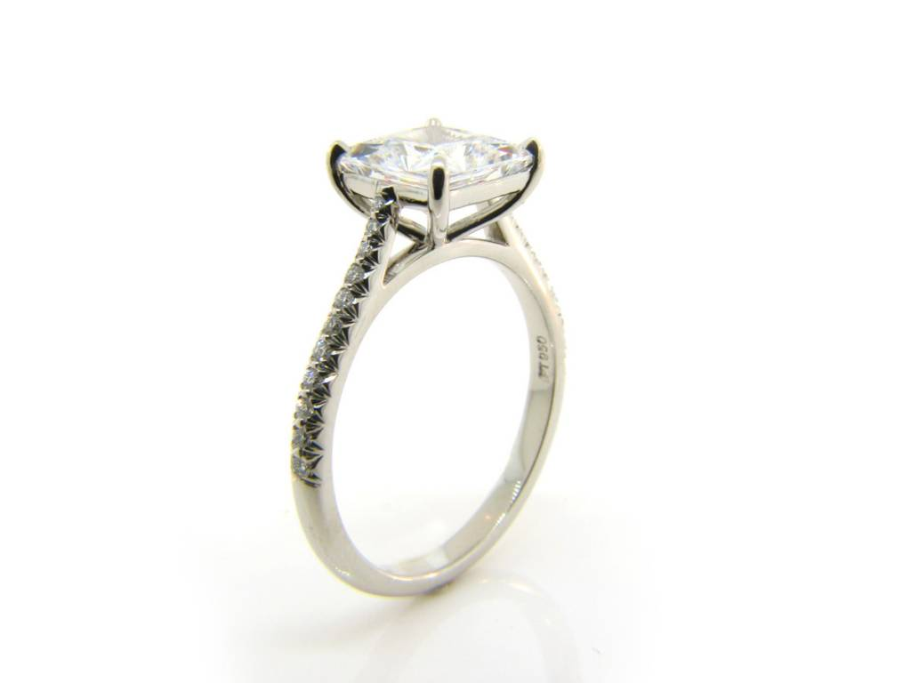 Tapered Diamond Pave Band Setting