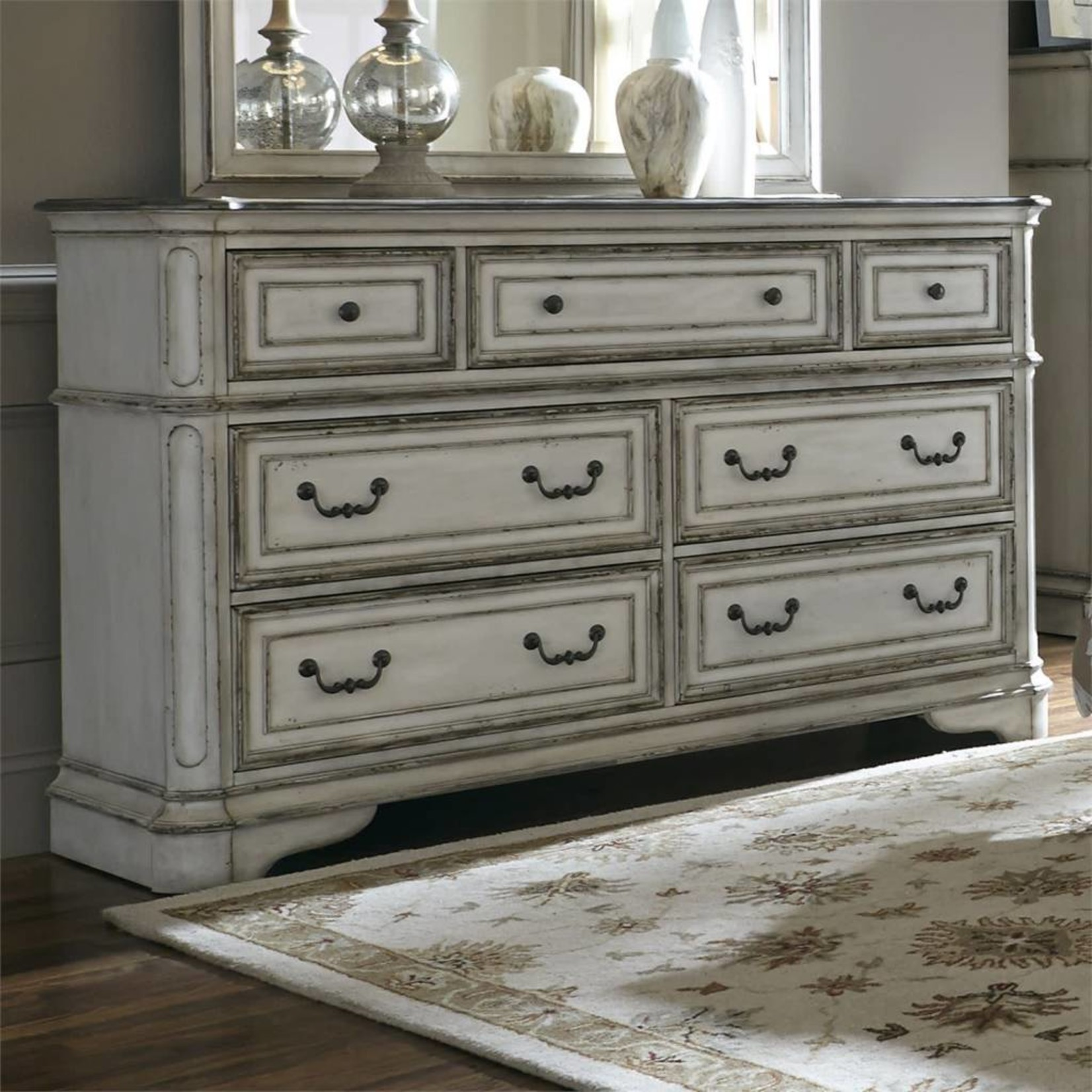 Magnolia Manor 7 Drawer Dresser