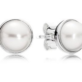 Pandora Elegant Beauty Pearl Stud Earrings