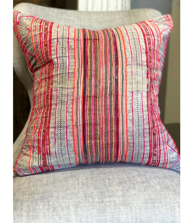 KNOCK ON WOOD ANTIQUES VINTAGE PILLOW CASE WITH DOWN INSERT