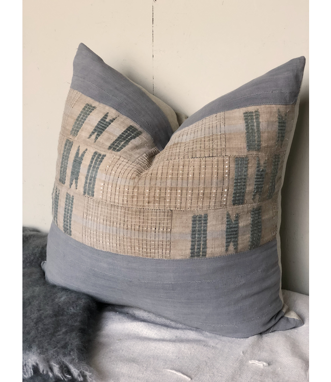 HOC EMBROIDERED PILLOW GRAY 26X26