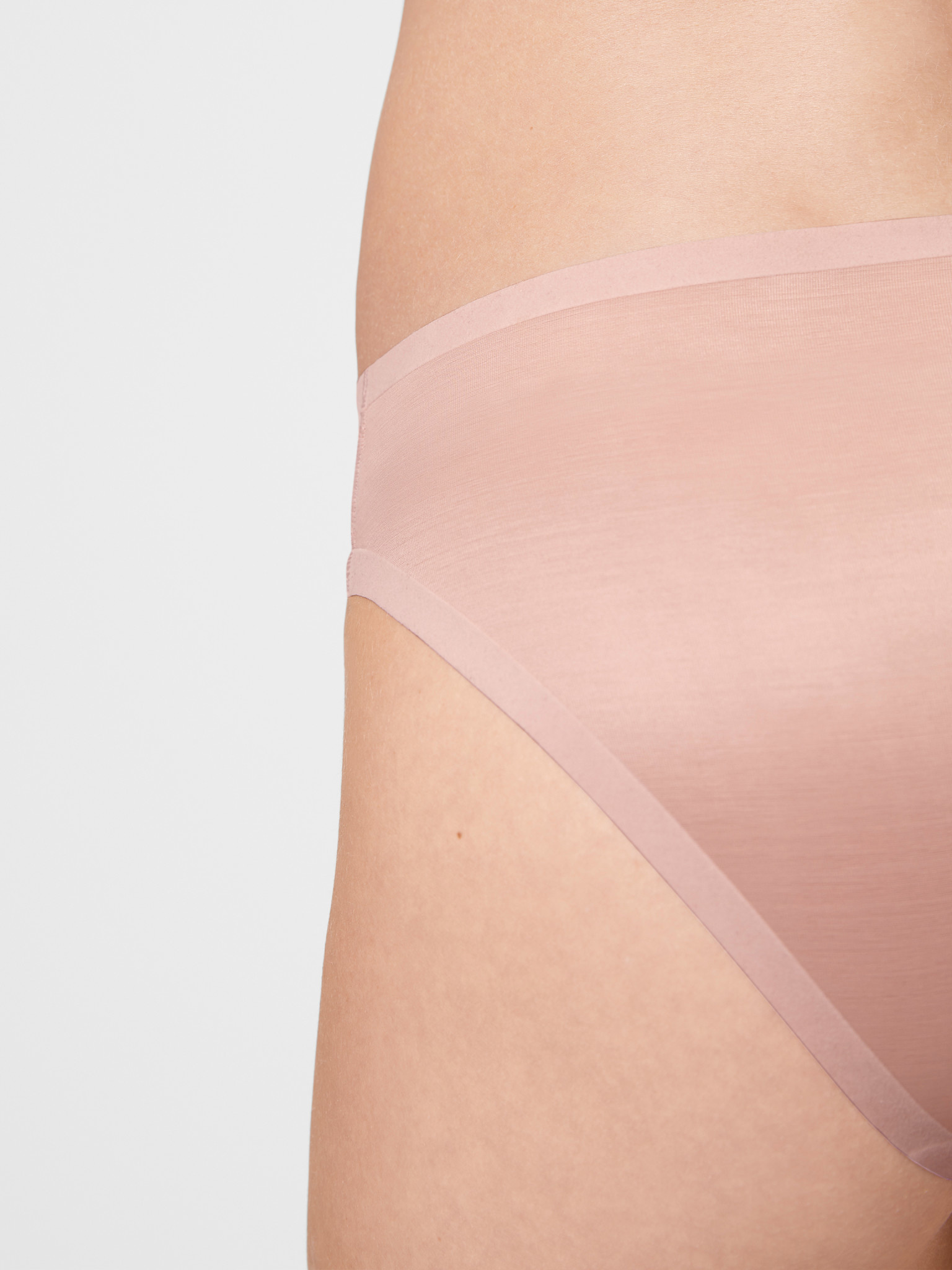 WOLFORD 69857 Sheer Touch Flock Tanga