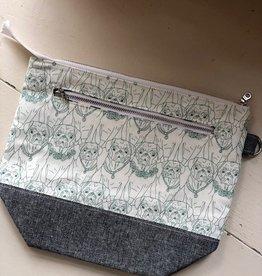 Joy In The Stitches Large Zipper Bag w/pocket Pugs