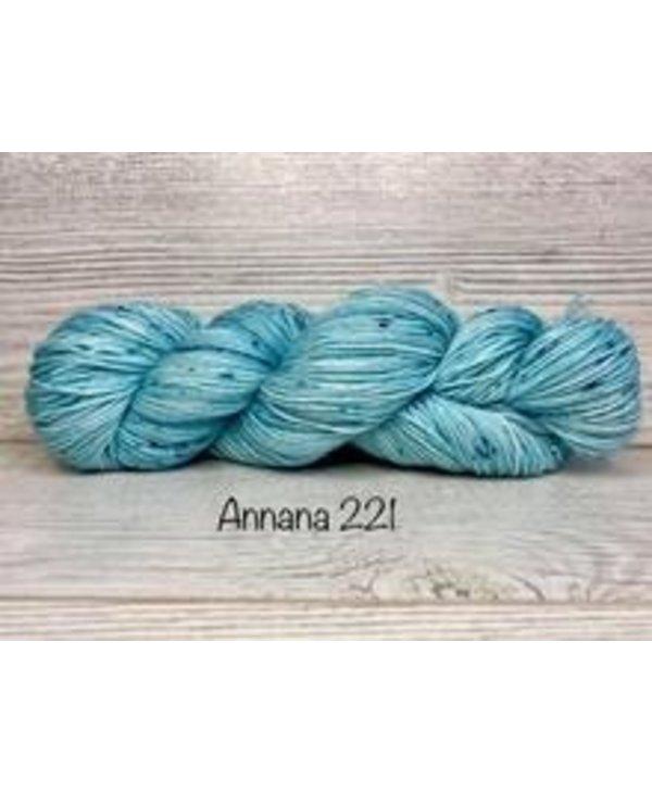 Color : 221
