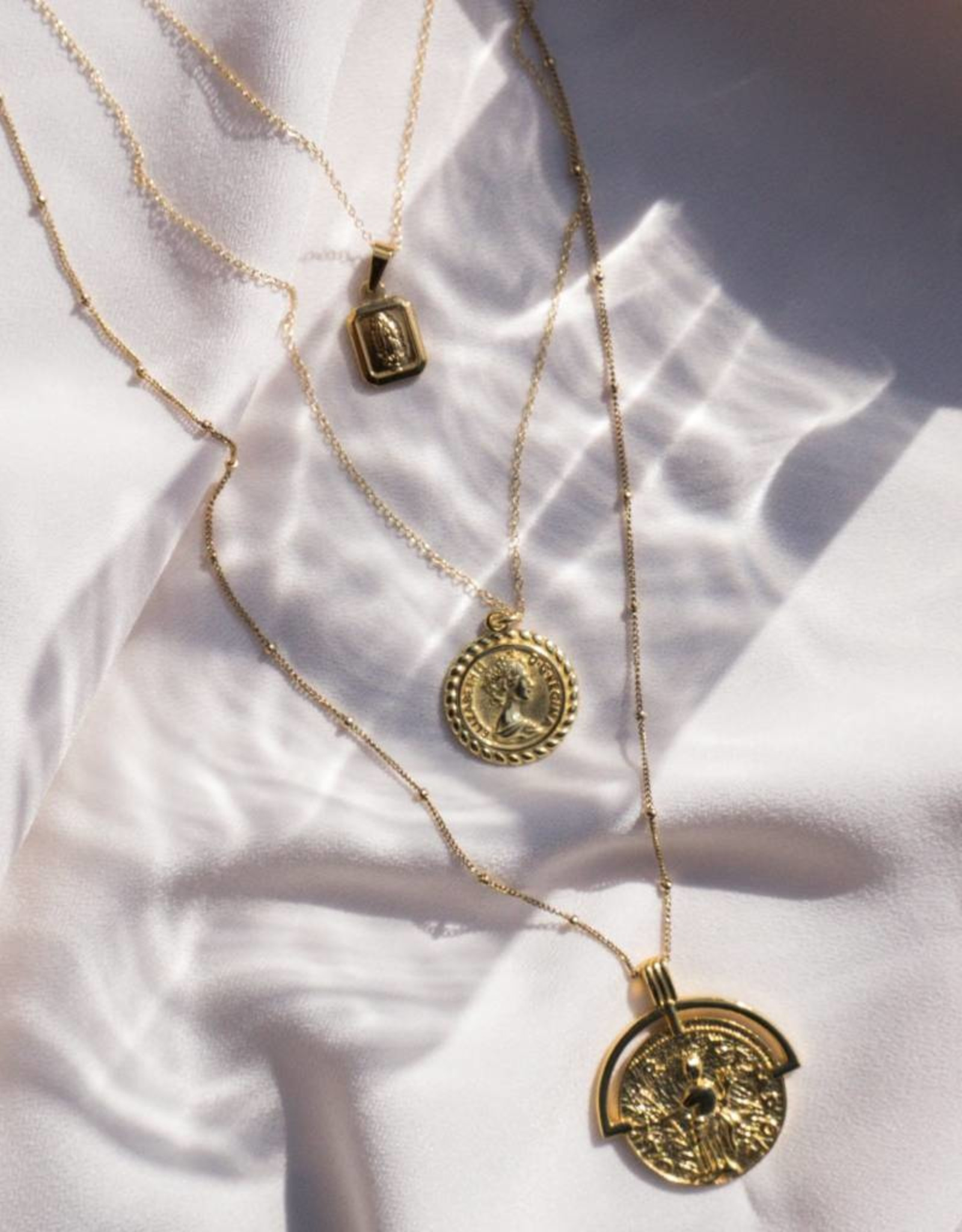 The Queen Coin Pendant Necklace