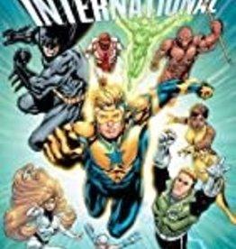 DC COMICS JUSTICE LEAGUE INTERNATIONAL TP VOL 01 SIGNAL MASTERS