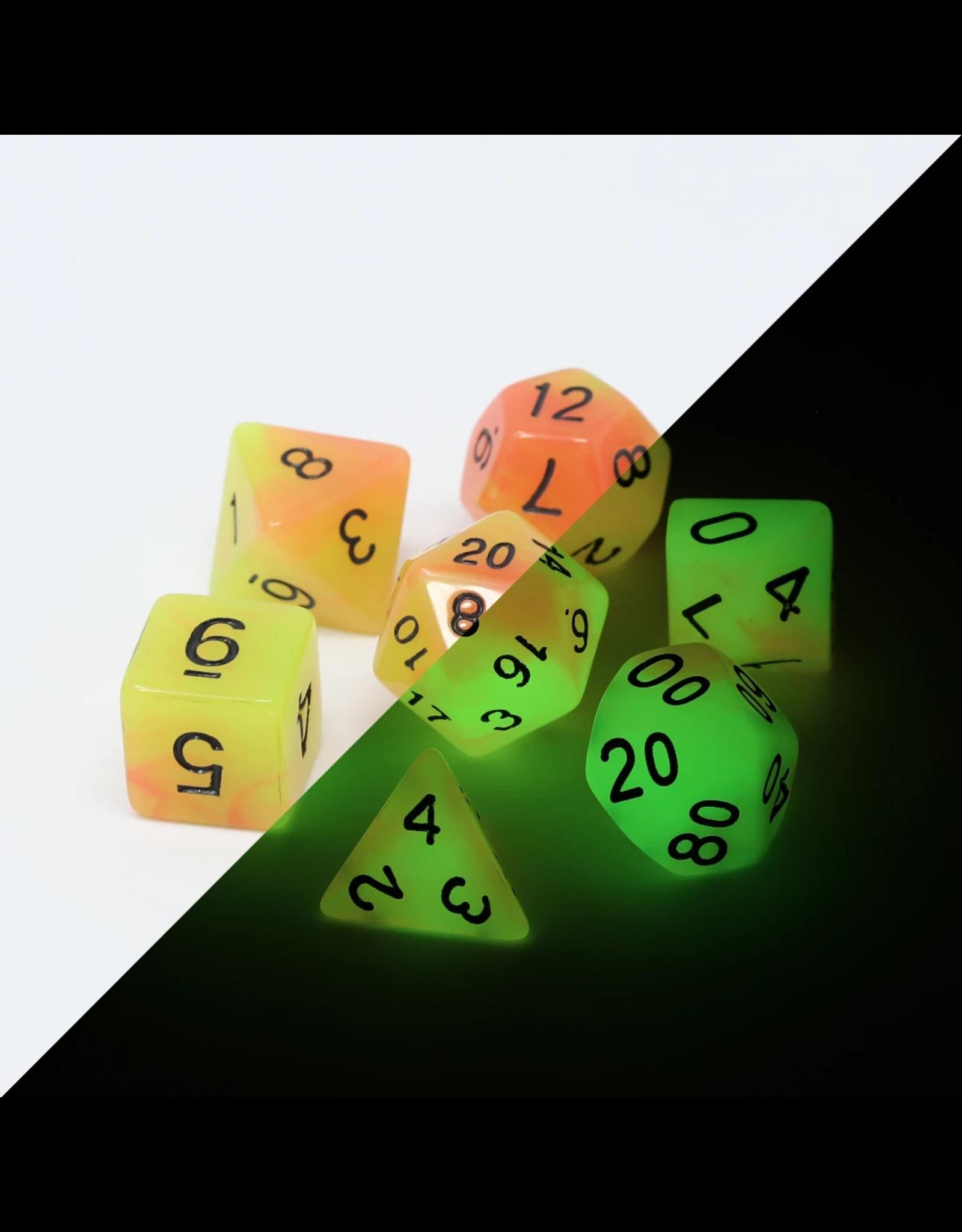 DIE HARD DICE DIE HARD DICE POLYMER RPG GLOW IN THE DARK SET - ALCHEMIST'S FIRE