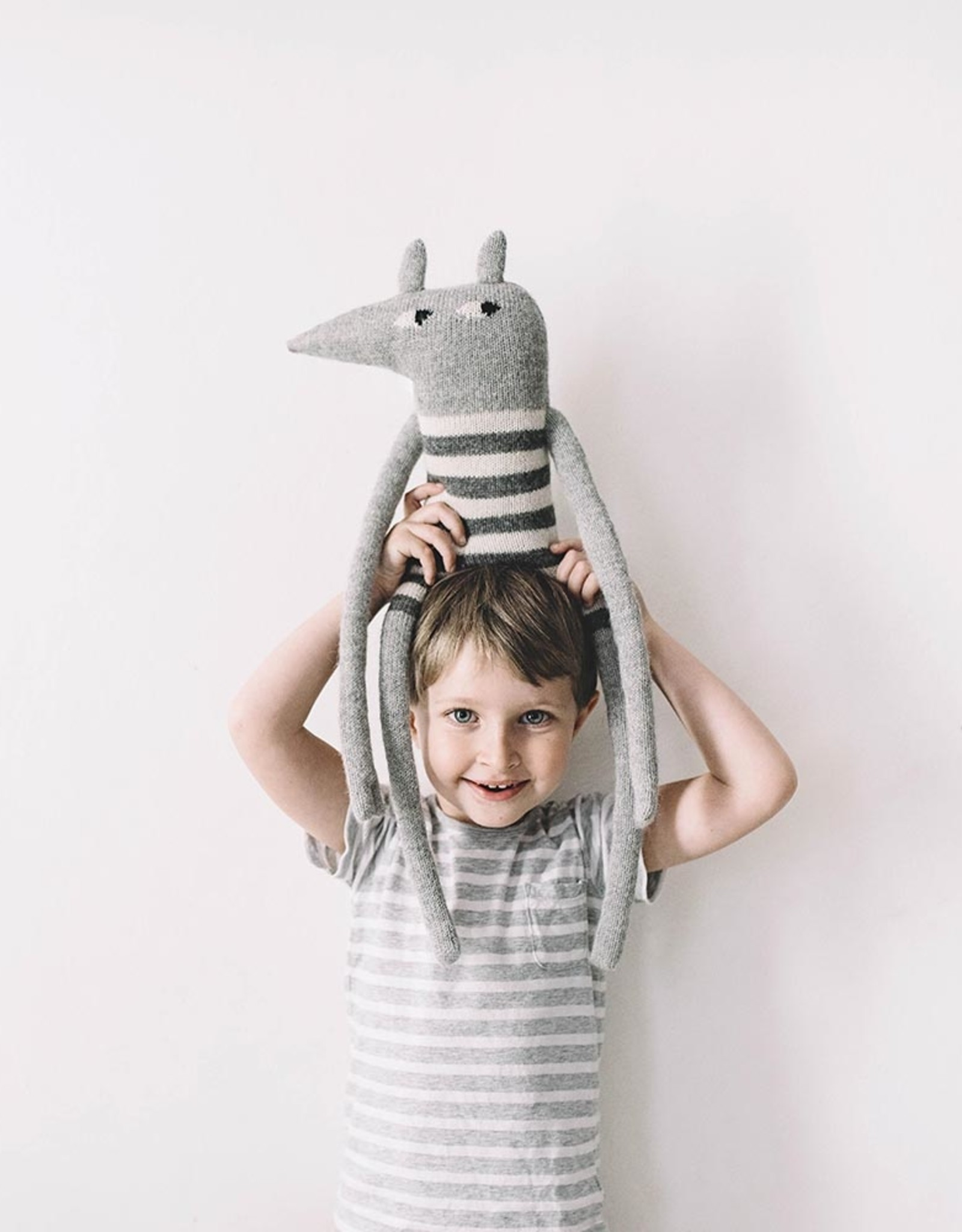 Main Sauvage Large Wolf knit toy