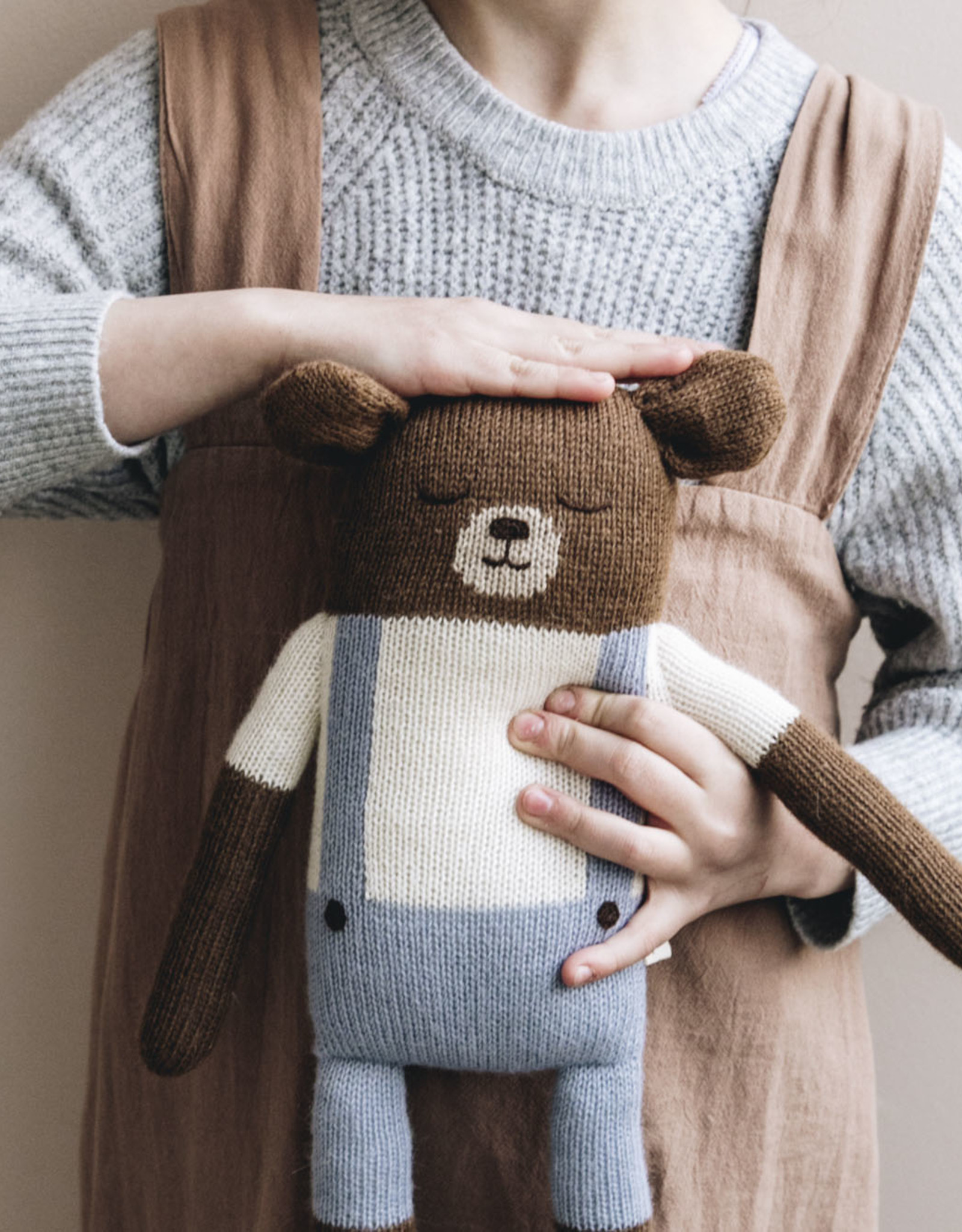 Main Sauvage Large Teddy knit toy
