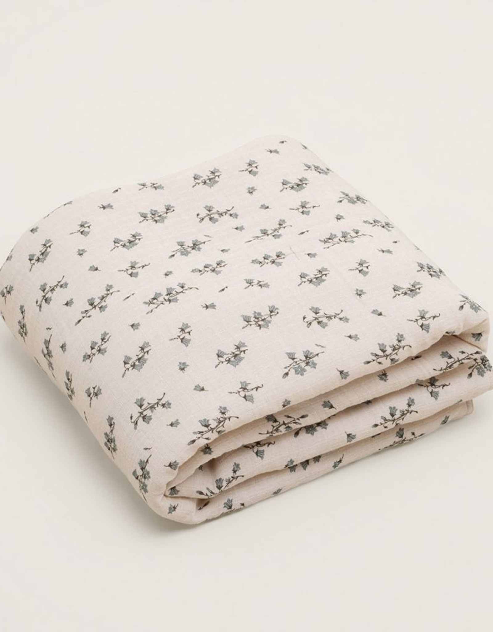 Garbo and friends Bluebell Muslin Quilt