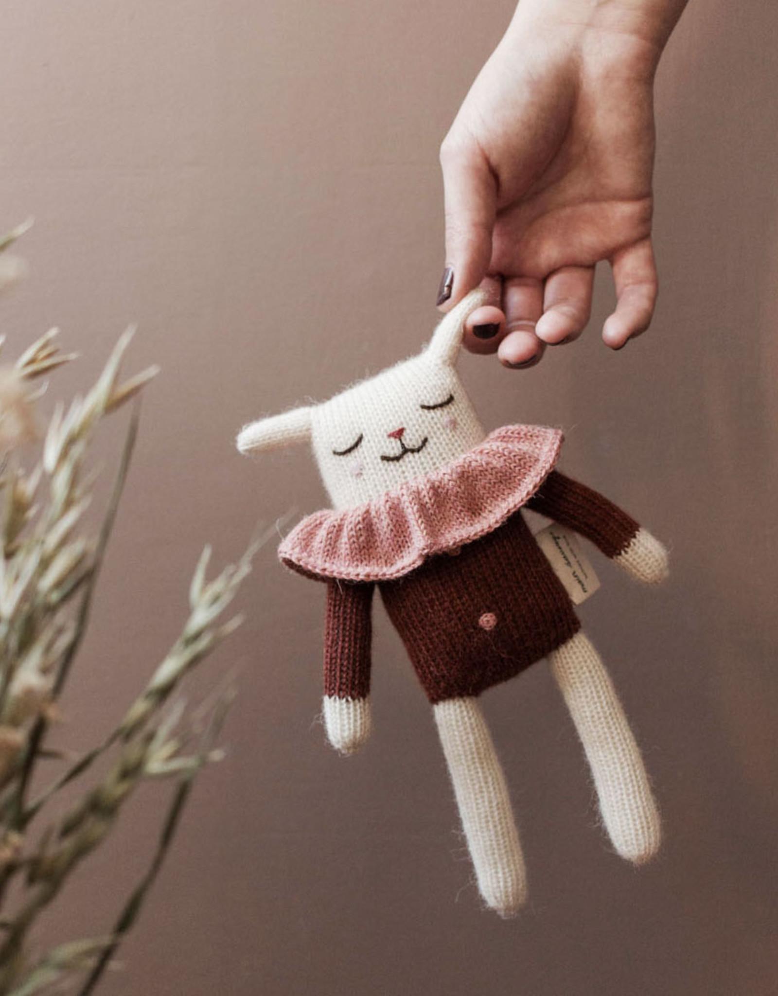 Main Sauvage Lamb knit toy