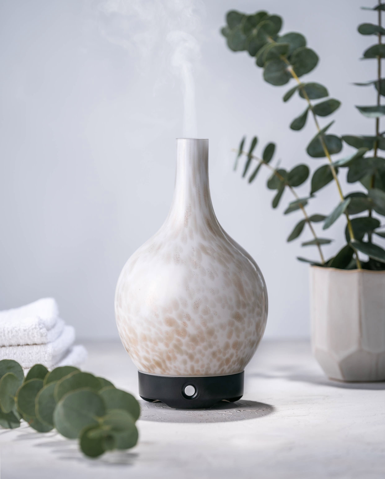 Woolzies White Glass Gold Speckled Diffuser