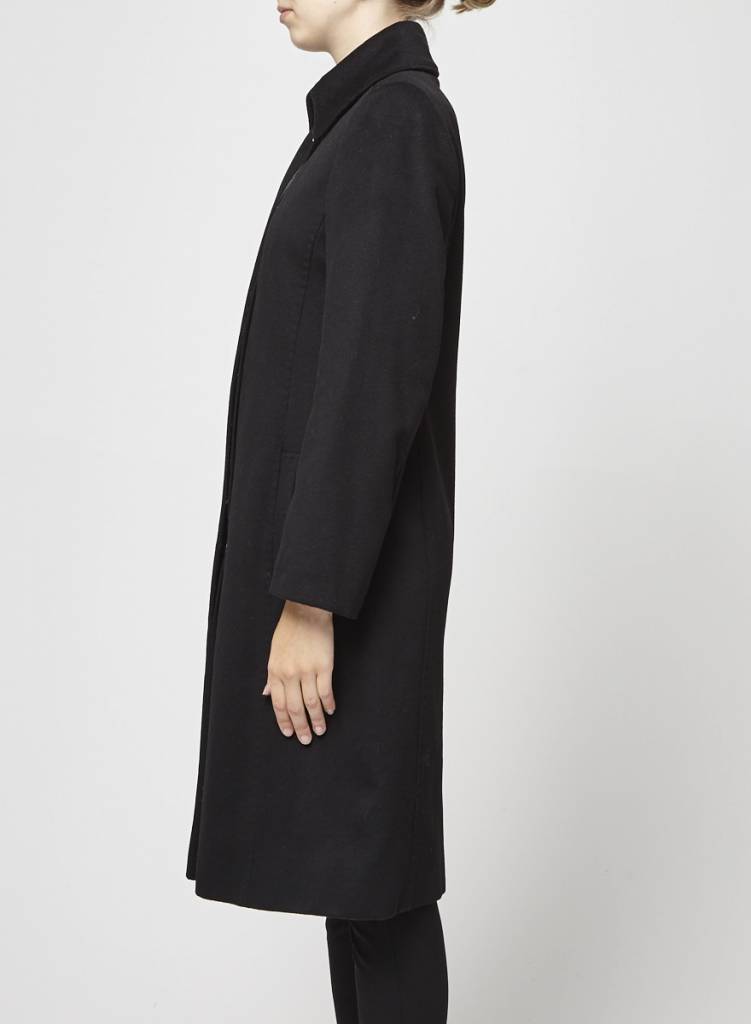 caractère Manteau noir en laine cintré