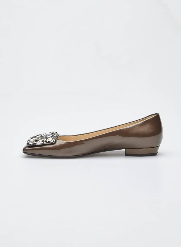 Prada Ballerines en cuir vernis bronze bijoux métalliques