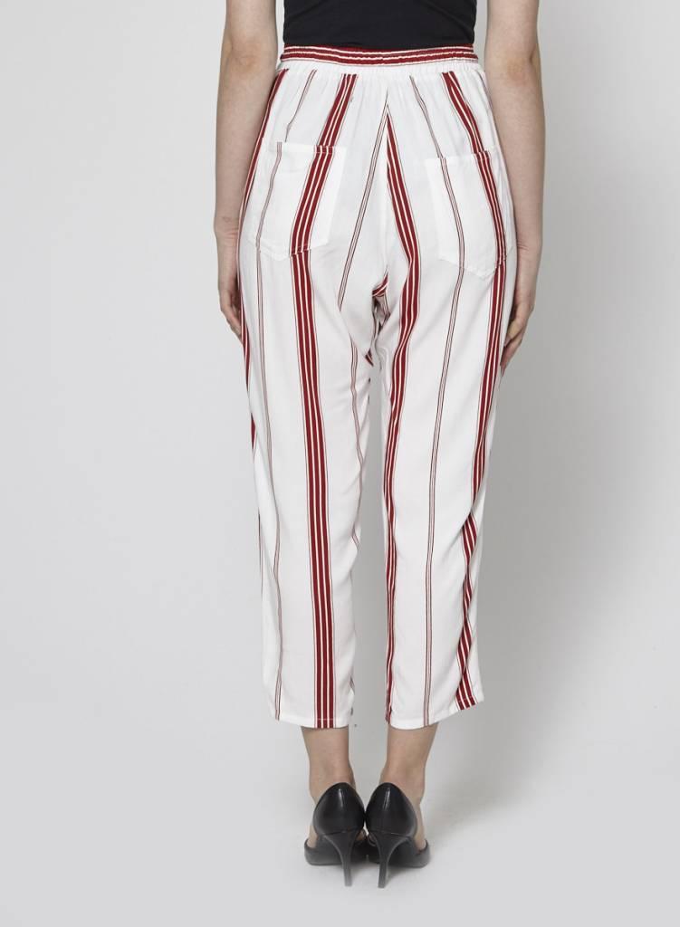 Faithfull The Brand Pantalon blanc à rayures rouges