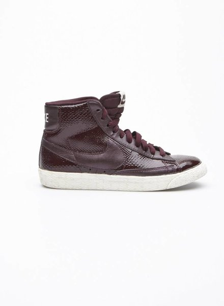 Nike PYTHON-EFFECT HIGH TOP PATENT SNEAKERS