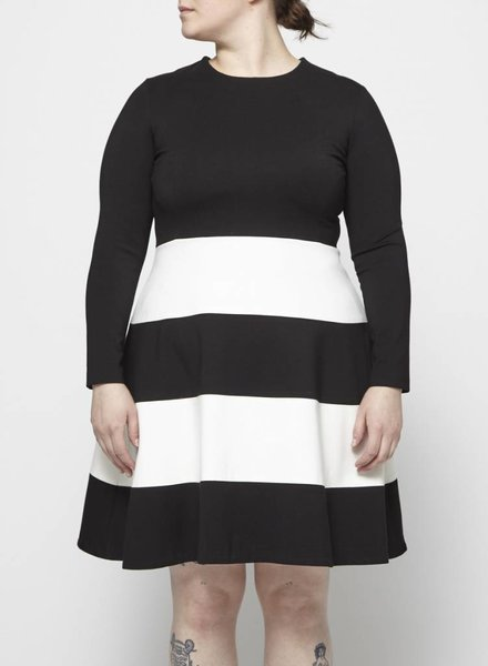 Éditions de Robes BLACK DRESS WITH WHITE STRIPES