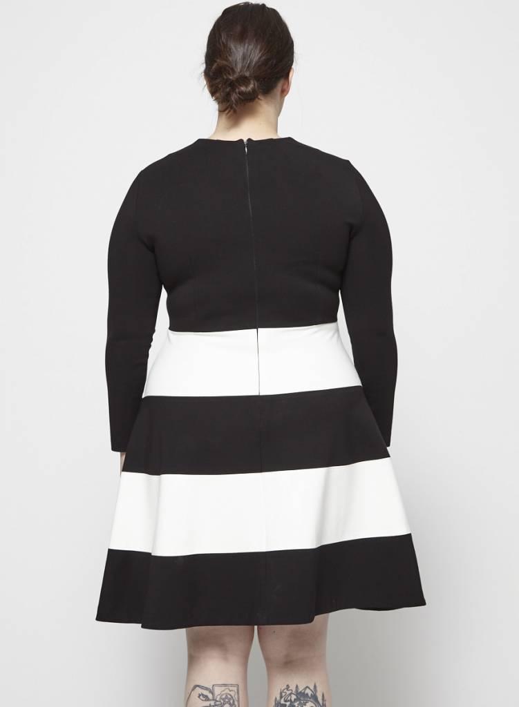 Éditions de Robes Robe noire à bandes blanches
