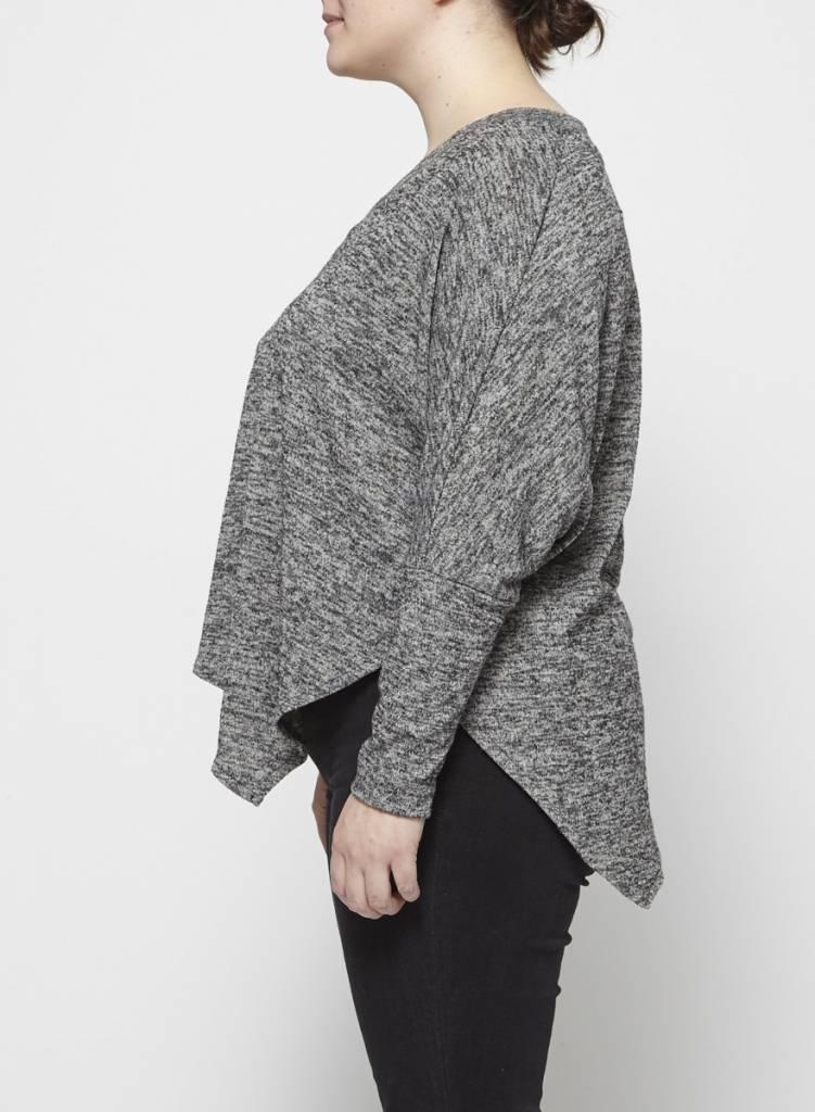 Melissa Nepton Pull gris asymétrique