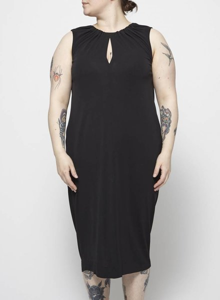 Éditions de Robes BLACK HALTER DRESS