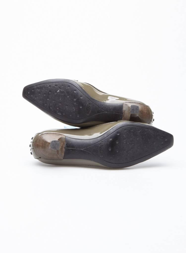 TOD'S Escarpins kaki en cuir verni