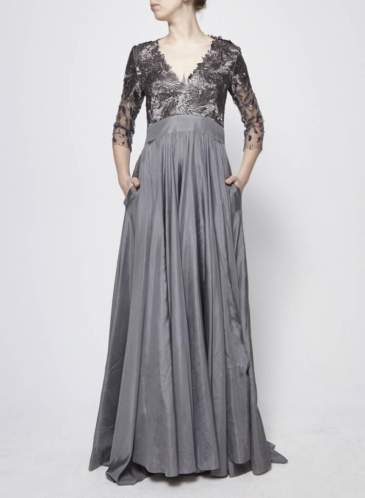 Designer inconnu Robe longue grise en brocart et soie