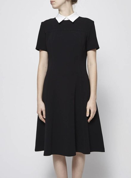 Éditions de Robes BLACK DRESS WITH WHITE FLAT COLLAR
