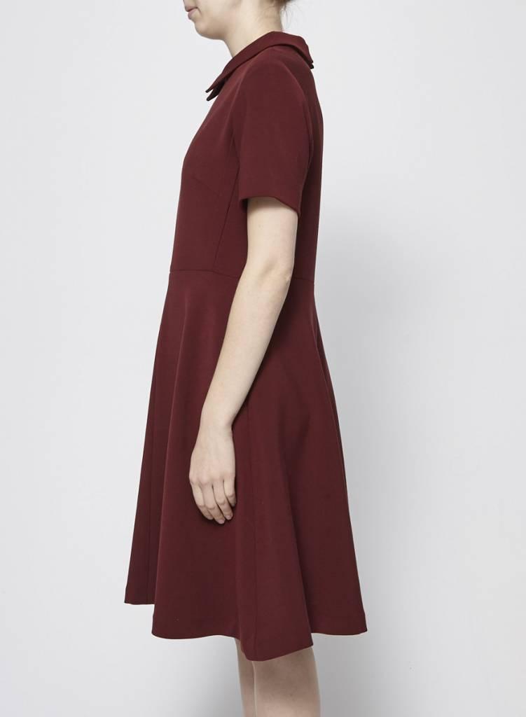 Éditions de Robes Robe rouge à col chemise