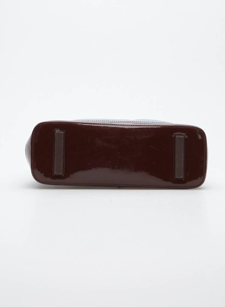Prada Petit sac à main en cuir bleu et cuir verni rouge brique