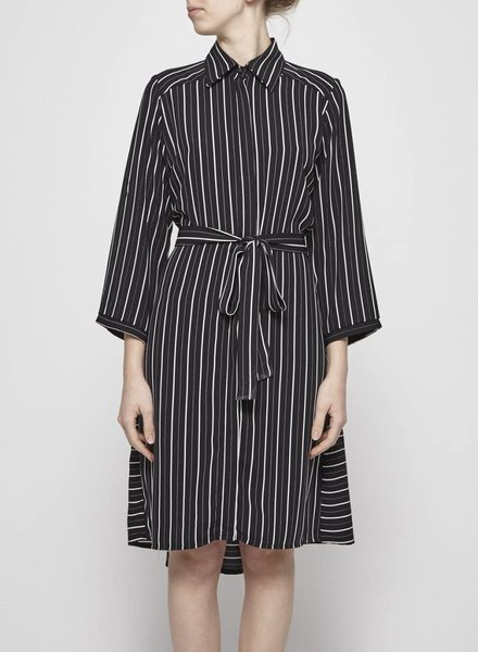 Marigold X Icône STRIPE BELTED BLACK DRESS