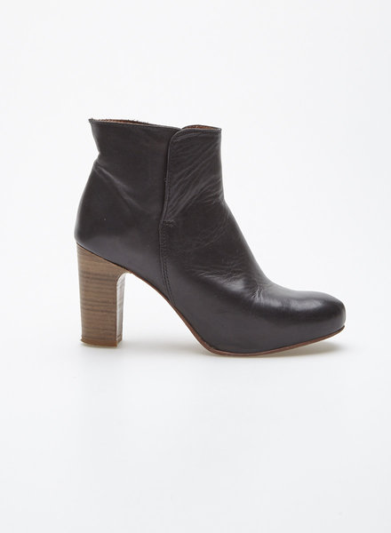 Filipe Sousa BLACK LEATHER BOOTIES WITH BROWNS HEELS
