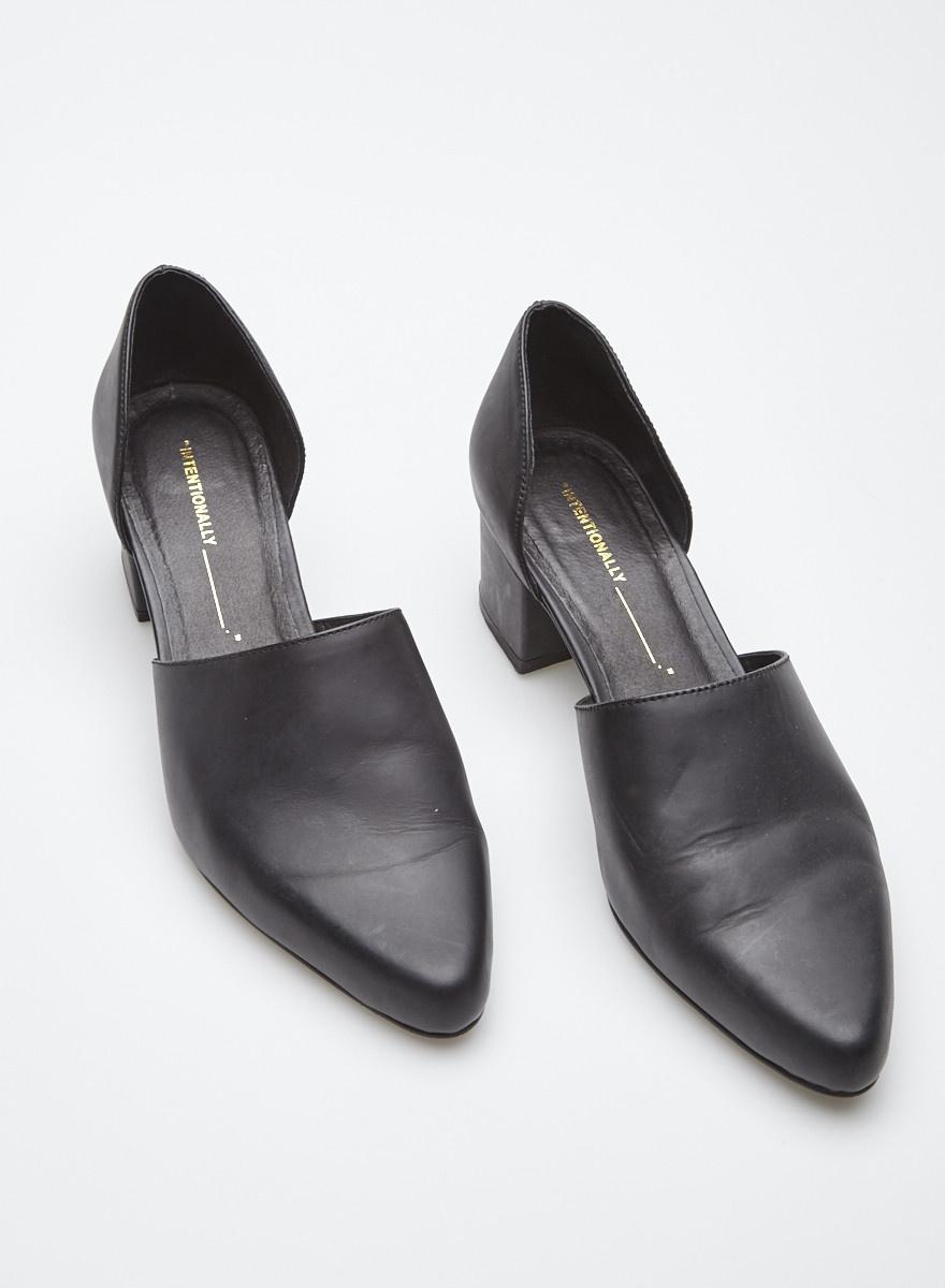 ac7e8673d0b0e6 Chaussures noires en cuir - Intentionally Blank - Deuxième édition
