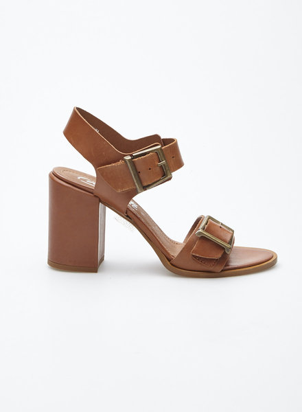 L'intervalle CAMEL LEATHER SANDALS