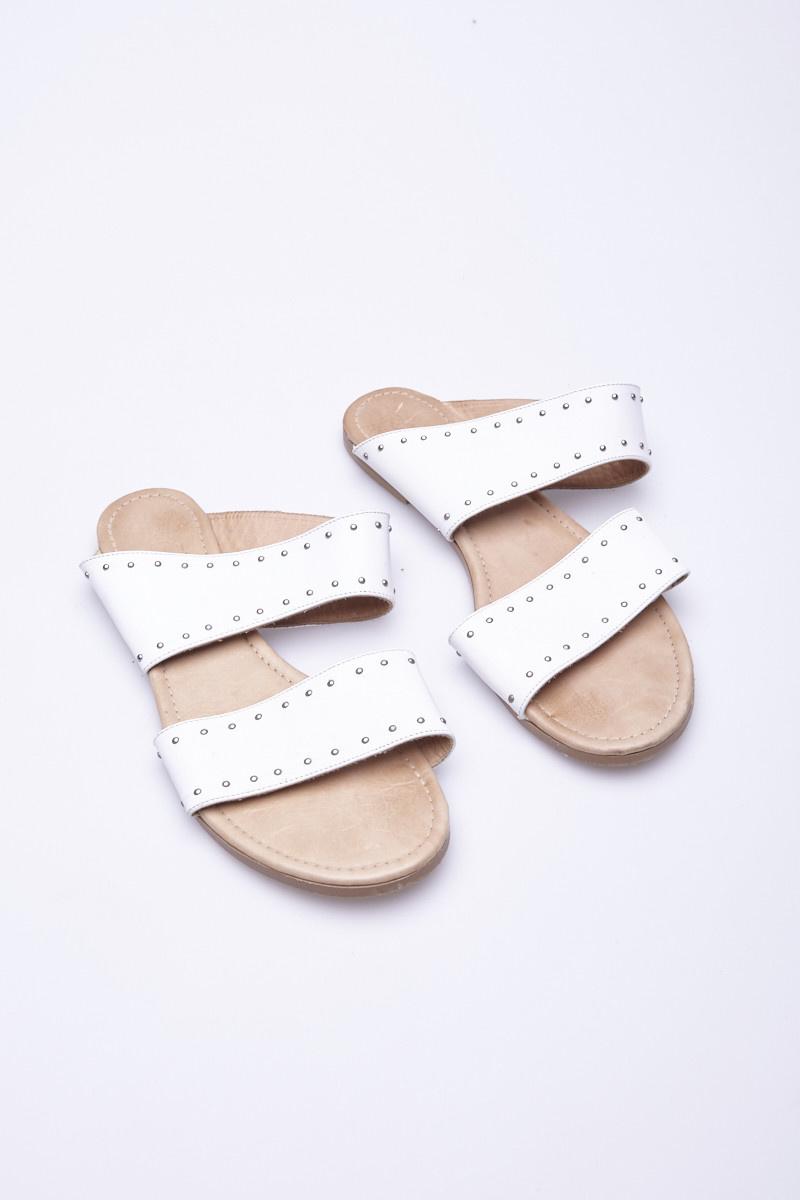 """Cartel Sandales blanches à """"studs"""" en cuir"""