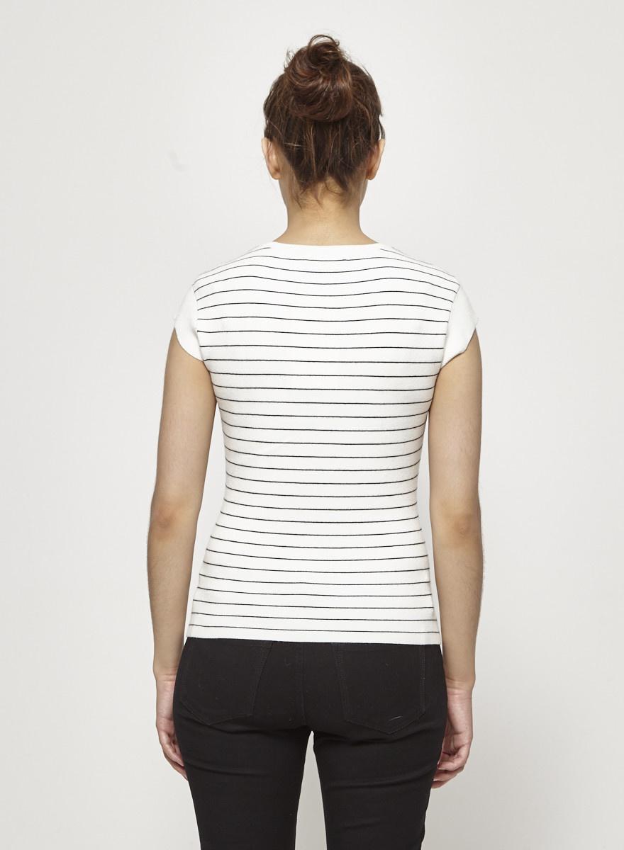 Club Monaco Haut blanc en tricot à fines rayures noires