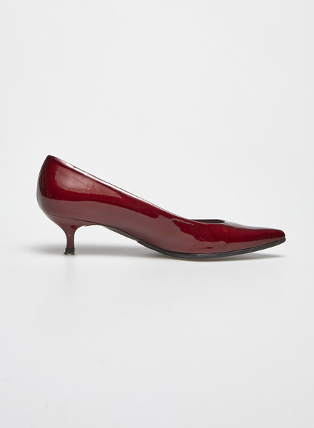 Stuart Weitzman RED PATENT KITTEN HEELED PUMPS