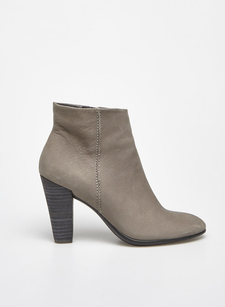 ecco GREY LEATHER HEELED BOOTS