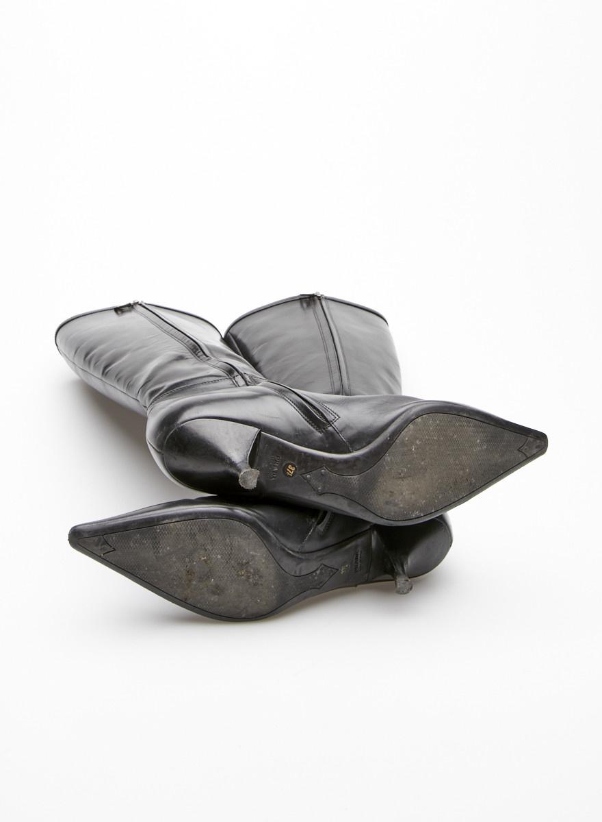 Prada Bottes noires en cuir à petits talons