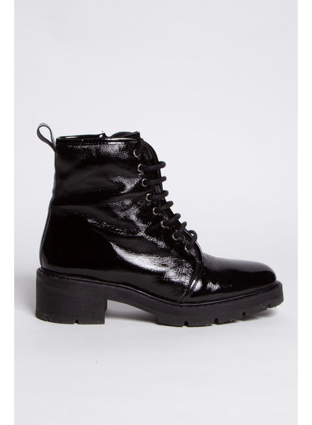 L'intervalle BLACK PATENT LEATHER LACE-UP BOOTS