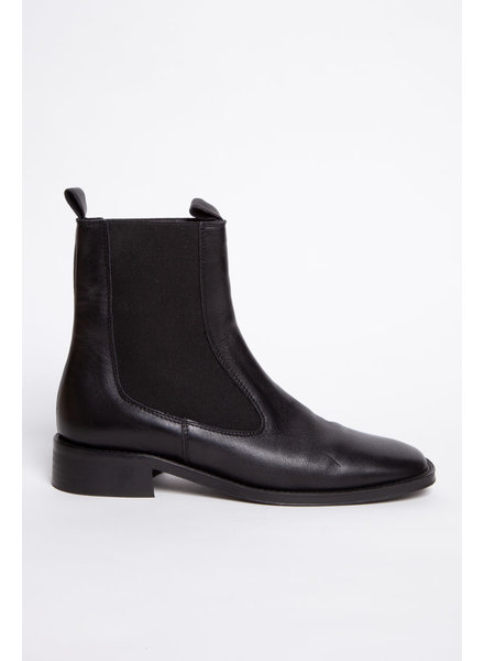 L'intervalle BLACK LEATHER BOOTS