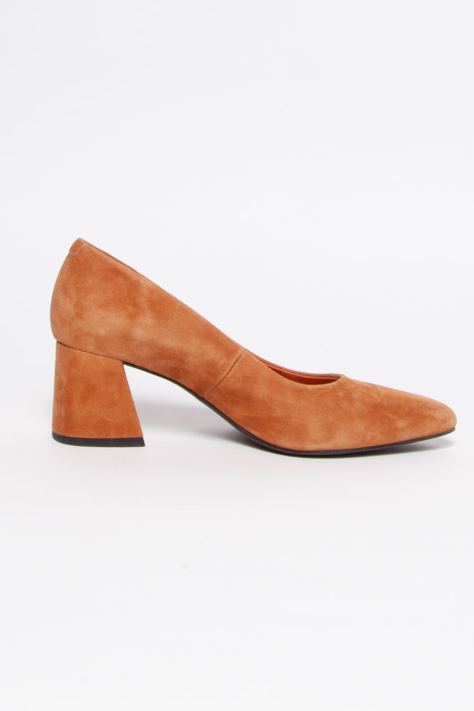 L'intervalle Beige Suede Pumps