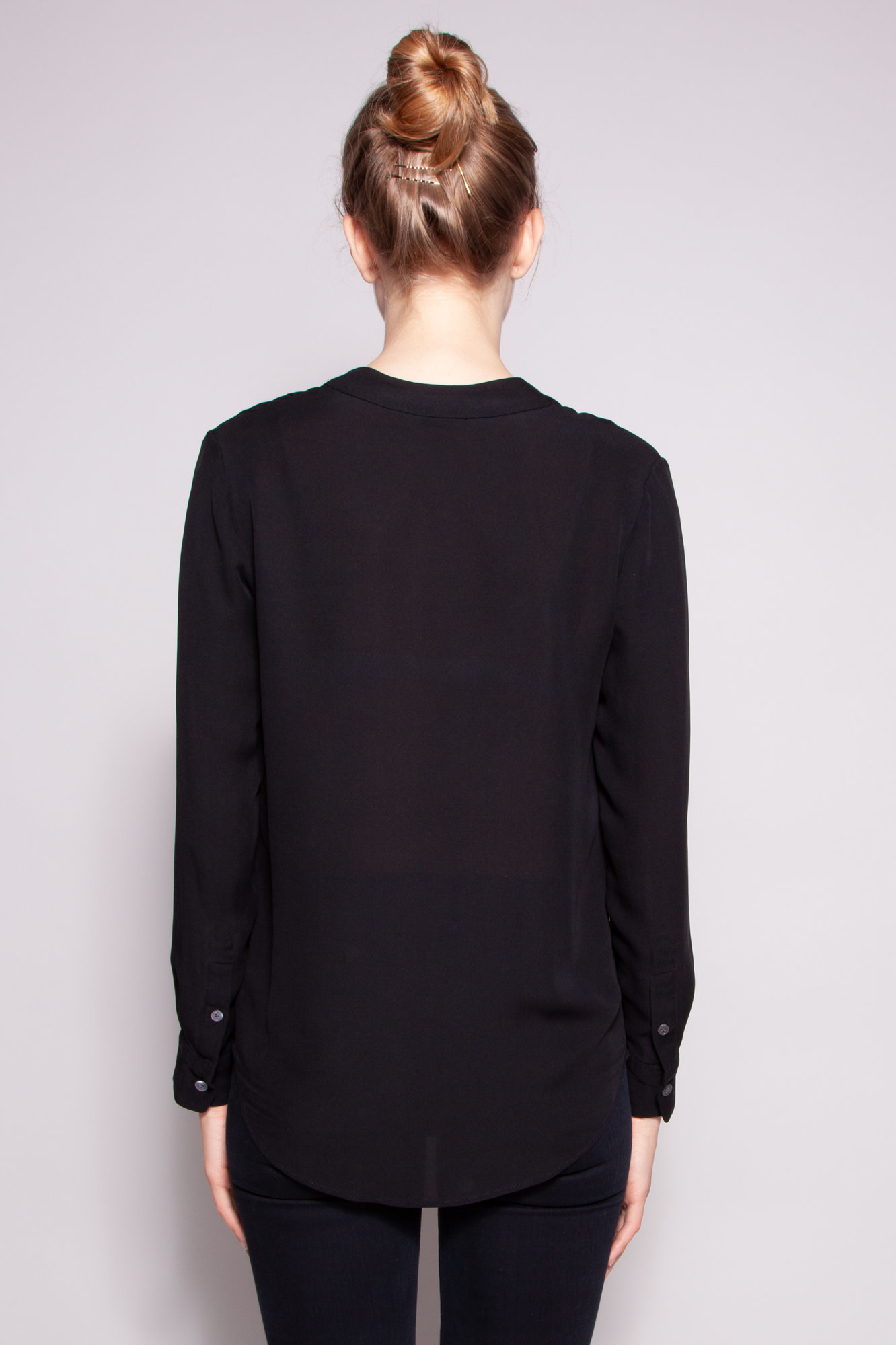 Theory  BLACK SILK TOP WITH SCOOP NECK