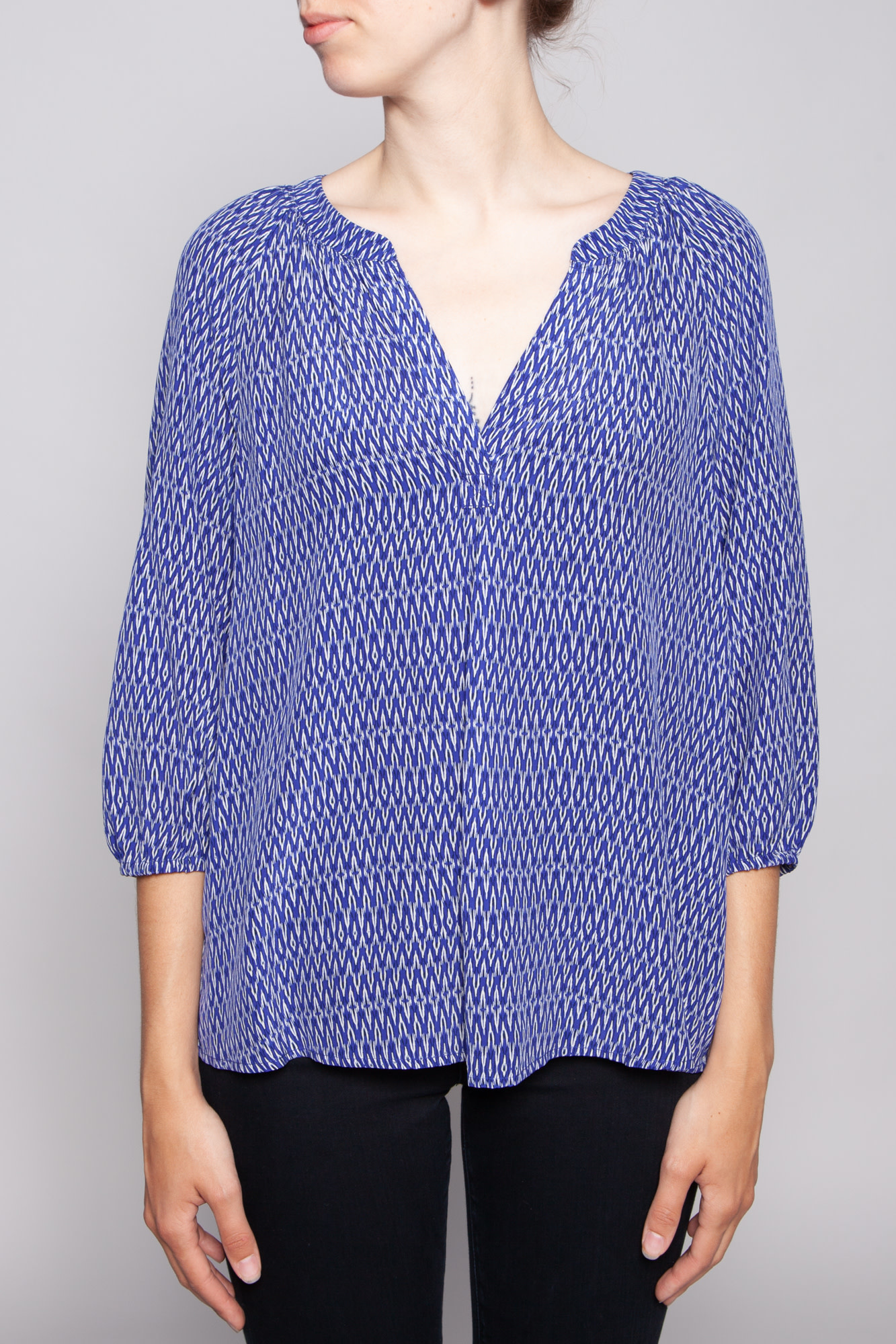 Joie BLUE AND WHITE PRINT SILK TOP