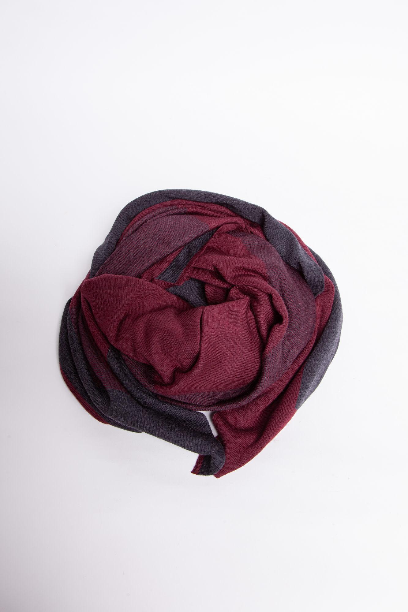 "Louis Vuitton GRAY AND BURGUNDY WOOL SCARF WITH ""V"" PRINT"