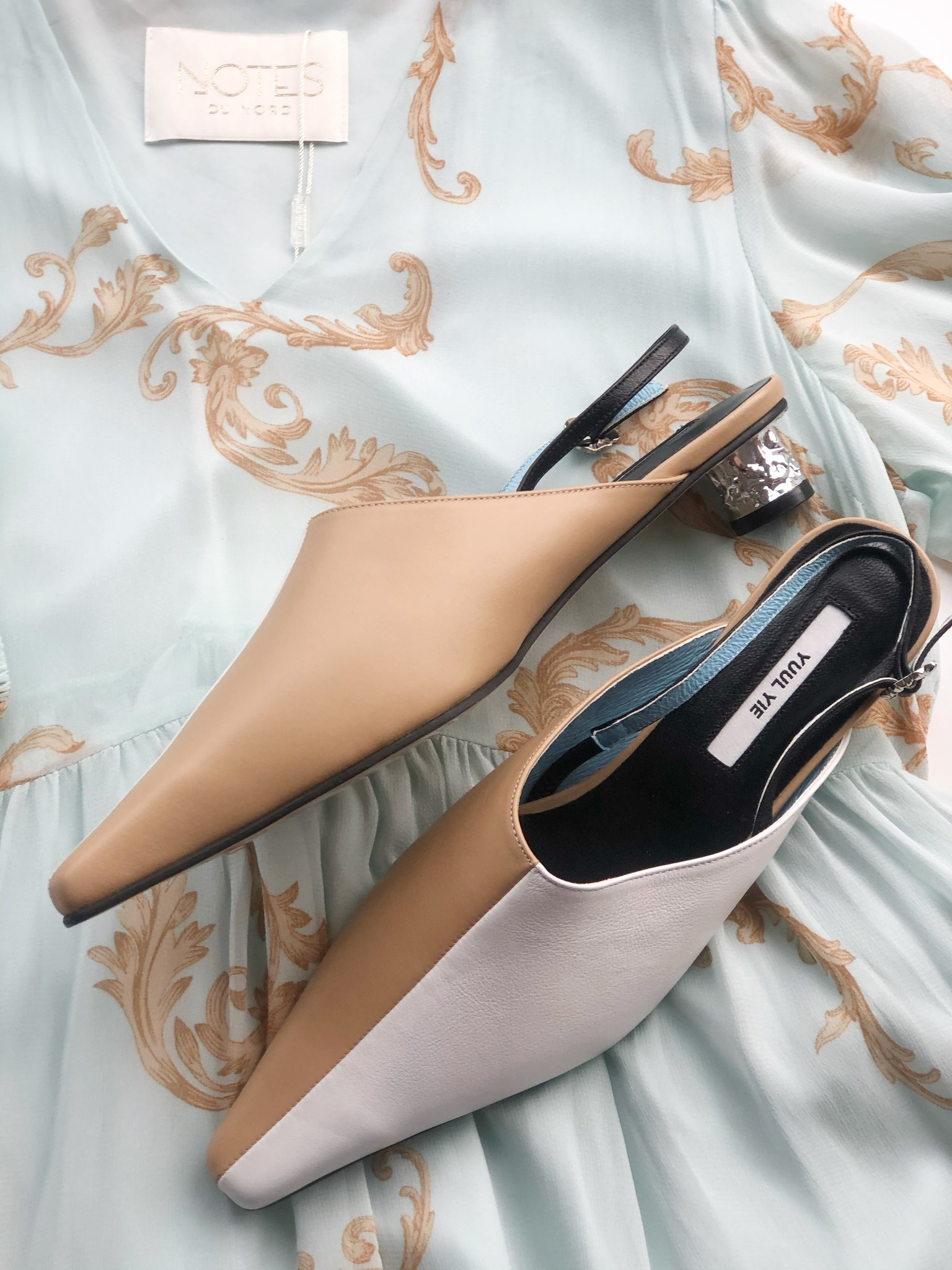Yuul Yie BEIGE AND WHITE SHOES WITH SILVER HEELS