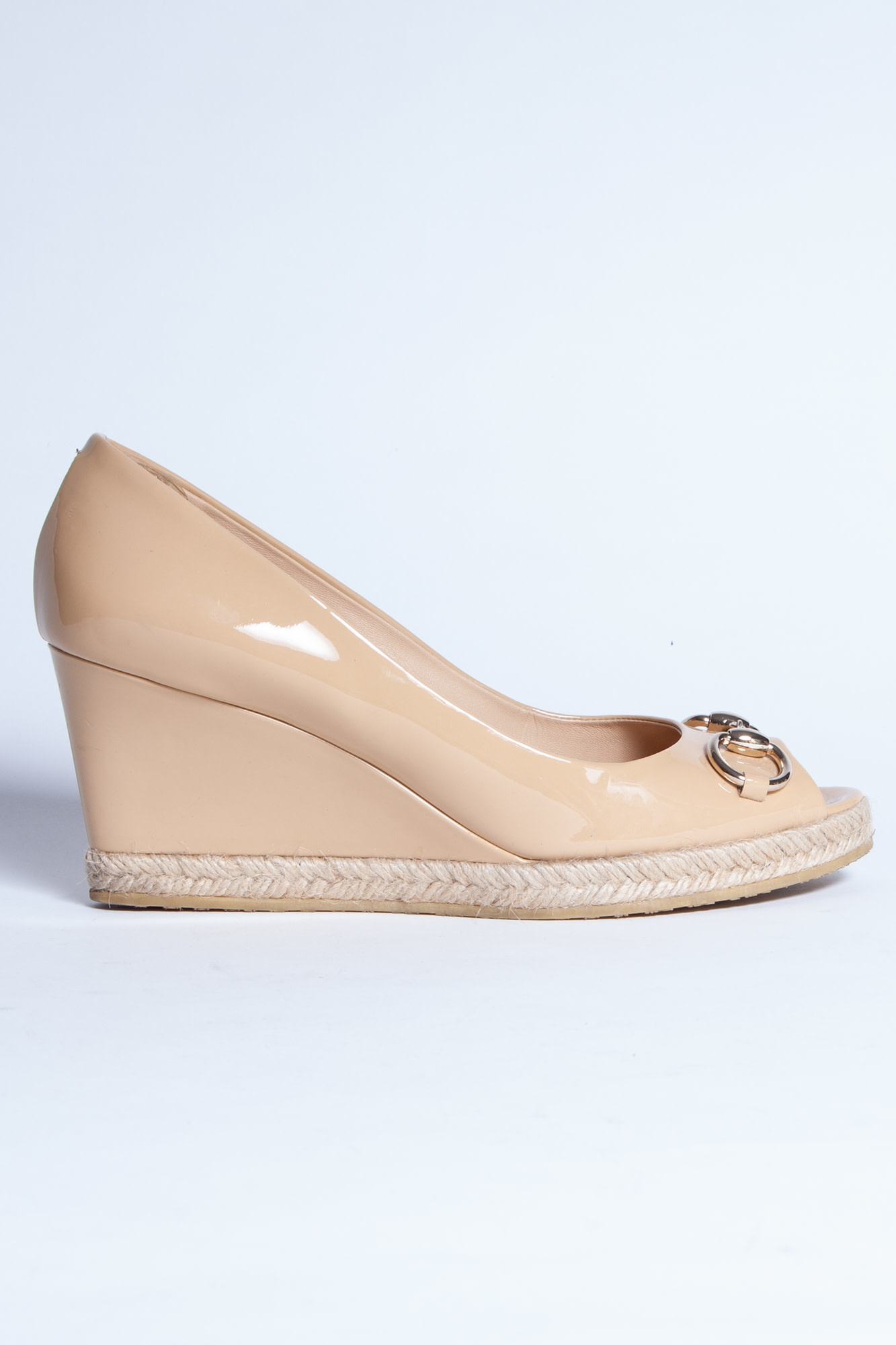 Gucci BEIGE PATENT LEATHER WEDGE HEELS