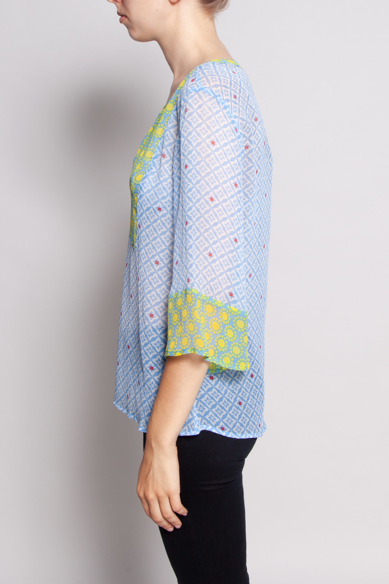 Ella Moss TRANSPARENT TOP WITH YELLOW AND BLUE PRINT WITH SCOOP NECK