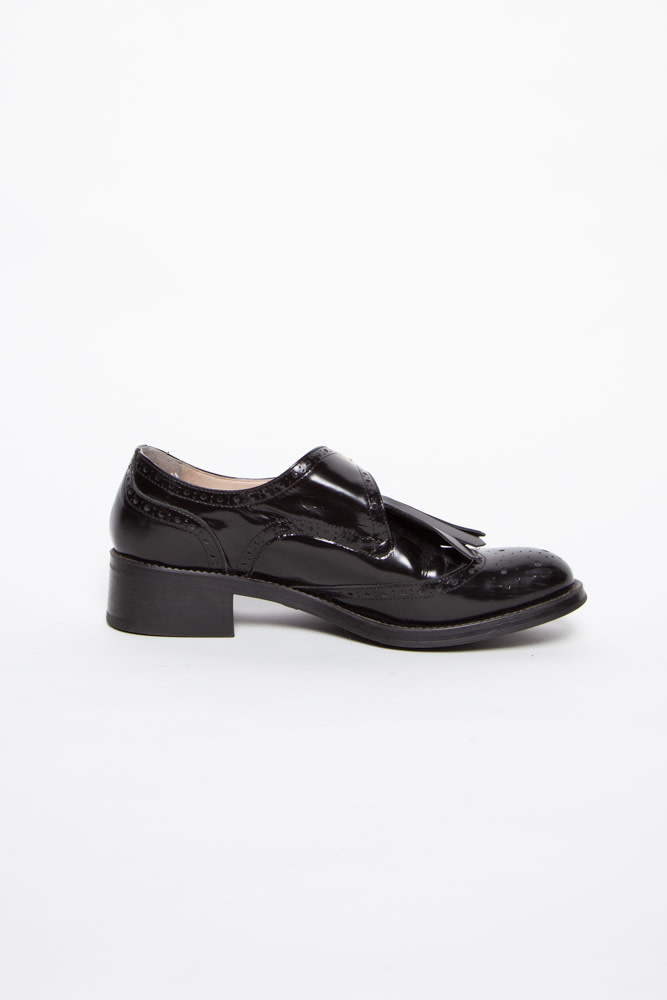 BLACK LEATHER SHOES WITH FRINGES AND BUCKLE