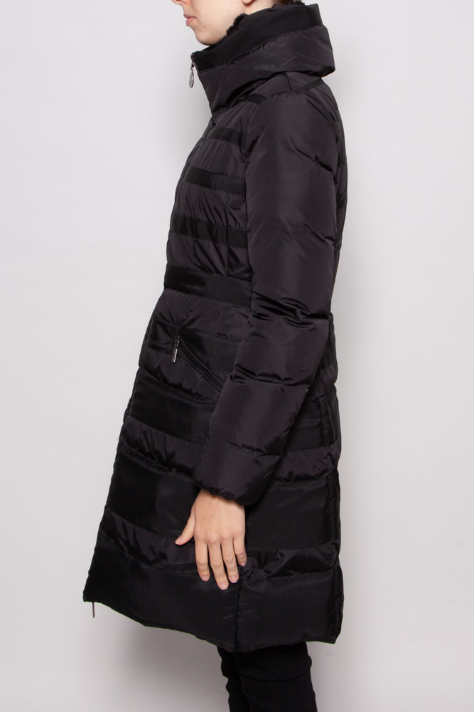 Moncler BLACK DOWN COAT WITH FUR HOOD